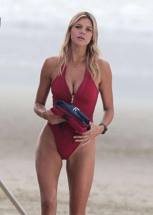 Kelly Rohrbach - Filming 'Baywatch' on Venice Beach