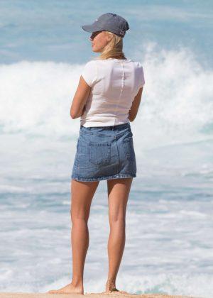 Kelly Rohrbach in Black Bikini on the beach in Honolulu Pic 3 of 35