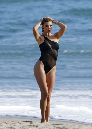 Kelly Rohrbach on Photoshoot in Malibu adds