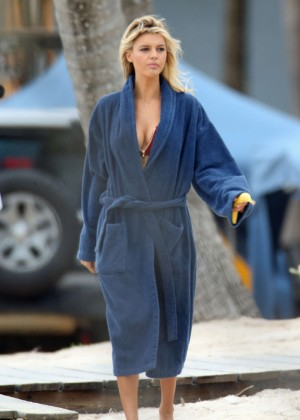 Kelly Rohrbach On the Set of 'Baywatch' in Miami