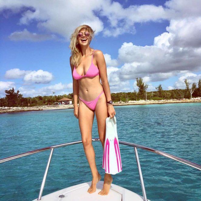 Kelly Rohrbach – Social Media Pics