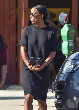 Kelly Rowland at the salon in West Hollywood