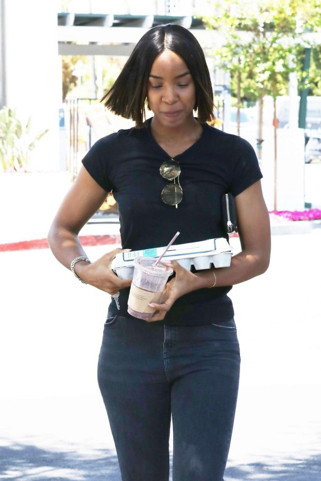 Kelly Rowland in Tight Jeans out in Beverly Hills