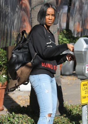 Kelly Rowland in Tight Ripped Jeans out in Beverly Hills
