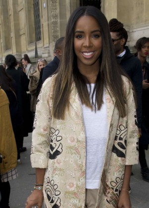 Kelly Rowland: Out and about in Paris -09