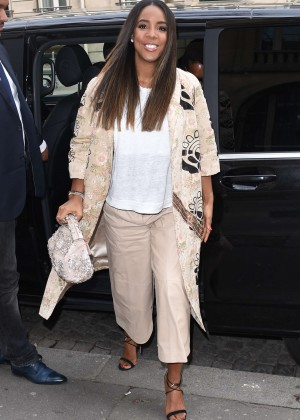 Kelly Rowland: Out and about in Paris -25