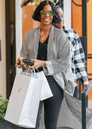Kelly Rowland Out Shopping in West Hollywood