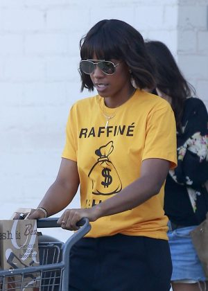 Kelly Rowland Shopping at Bristol Farms in LA