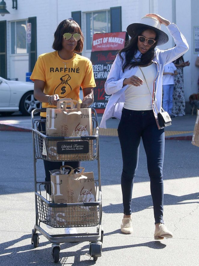 Kelly Rowland Shopping at Bristol Farms -06