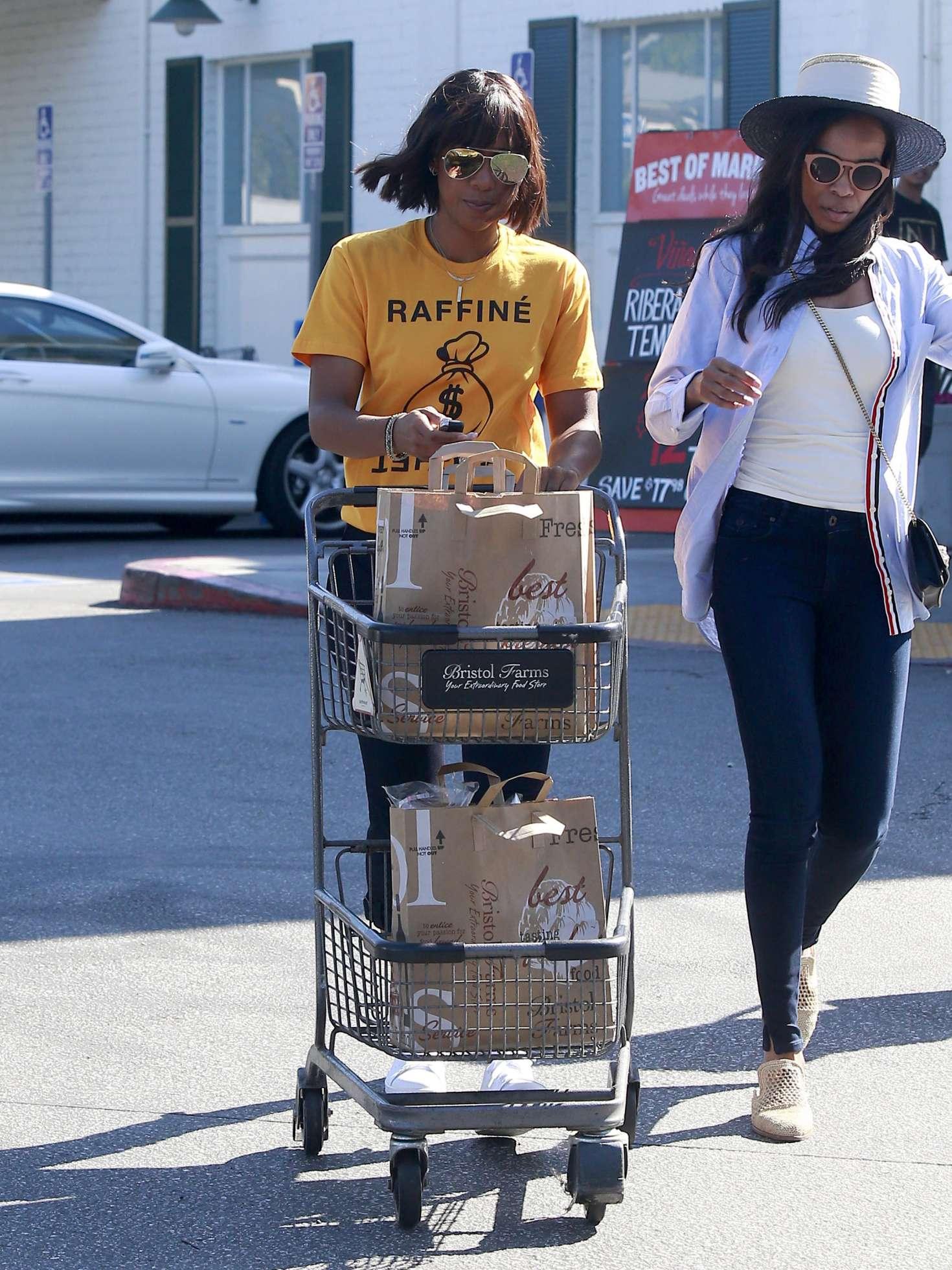Kelly Rowland Shopping at Bristol Farms -08