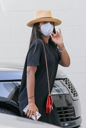 Kelly Rowland - Shopping candids at Bottega Veneta on Rodeo Drive in Beverly Hills