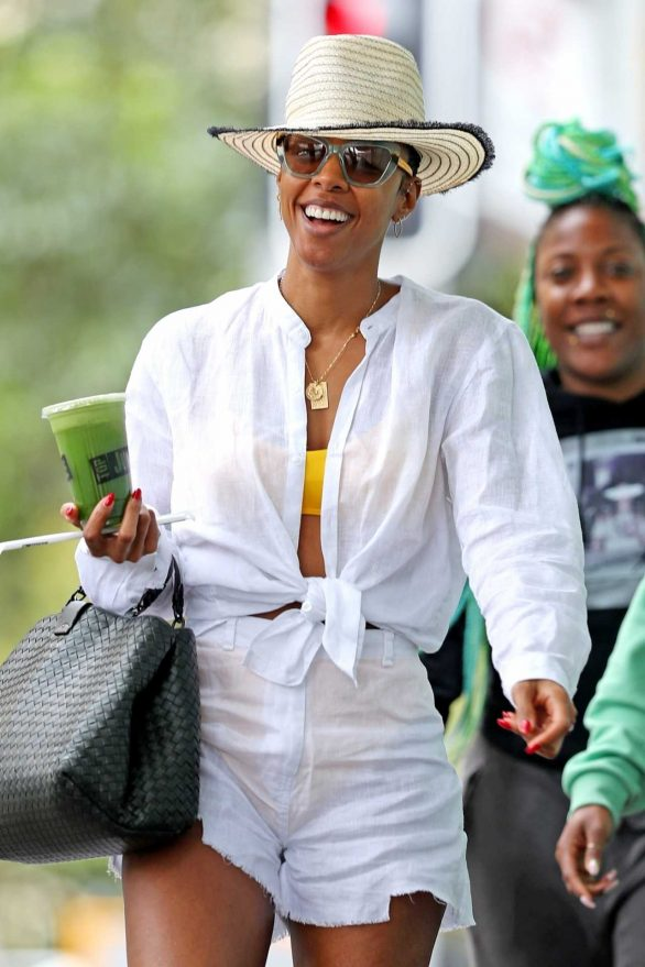 Kelly Rowland - Spotted at the Bondi Junction shopping center in Sydney