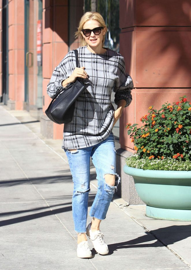 Kelly Rutherford in Ripped Jeans out in Beverly Hills