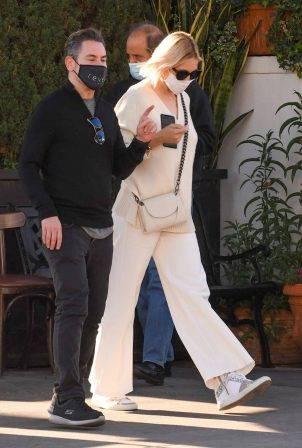 Kelly Rutherford - lunch at Porta Via restaurant in Beverly Hills