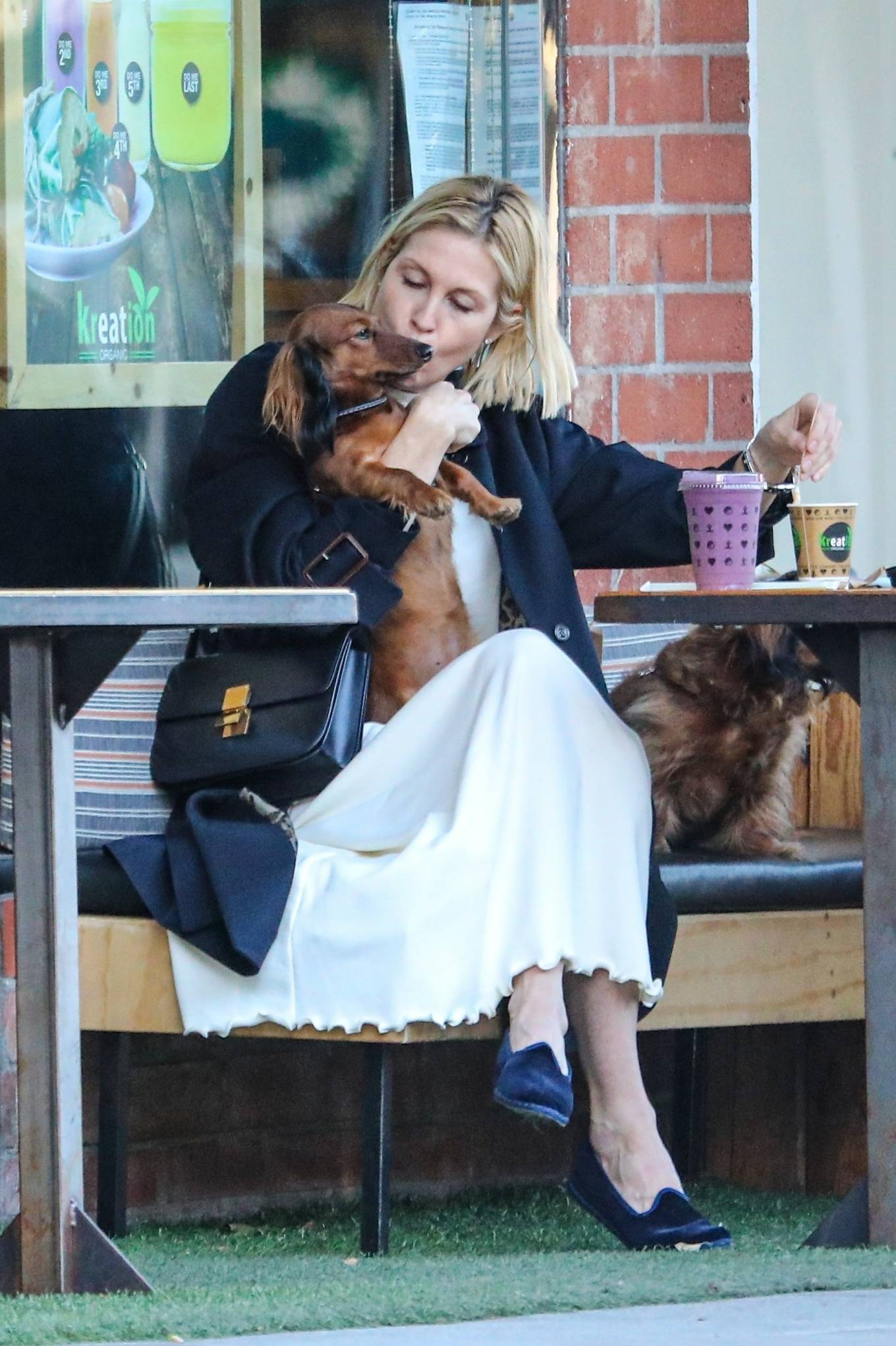 Kelly Rutherford - Out for a coffee and smoothie at Kreation Organic Kafe in Beverly Hills