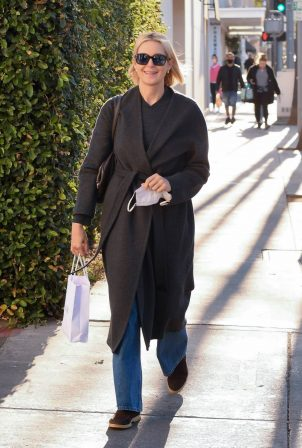 Kelly Rutherford - Seen at Porta Via restaurant in Beverly Hills