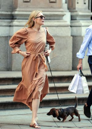 Kelly Rutherford - Shopping in Milan