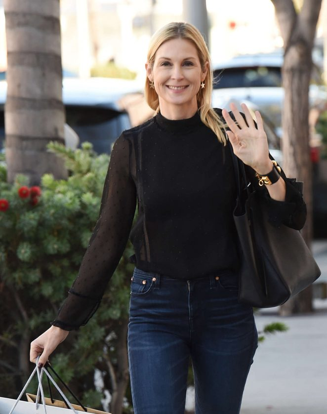 Kelly Rutherford Shopping on Rodeo Dr. in Beverly Hills