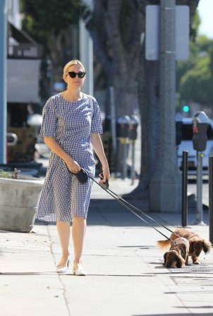 Kelly Rutherford - Walking her dogs in Santa Monica