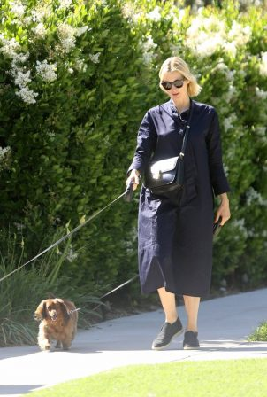 Kelly Rutherford - Walks her dogs in Brentwood