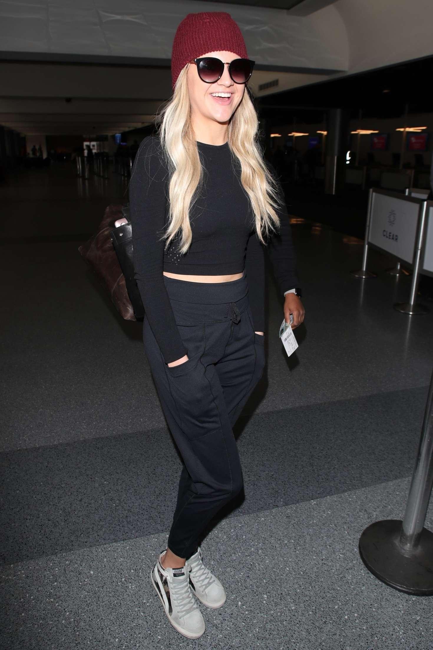 Kelsea Ballerini - Arrives at LAX Airport in LA