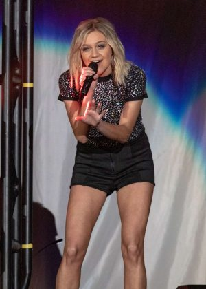 Kelsea Ballerini – Performing at the Resch Center in Green Bay