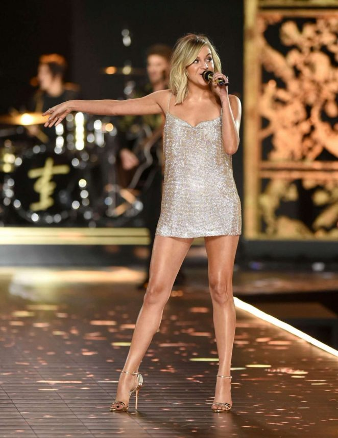 Kelsea Ballerini - Performs at 2018 Victoria's Secret Fashion Show in NYC