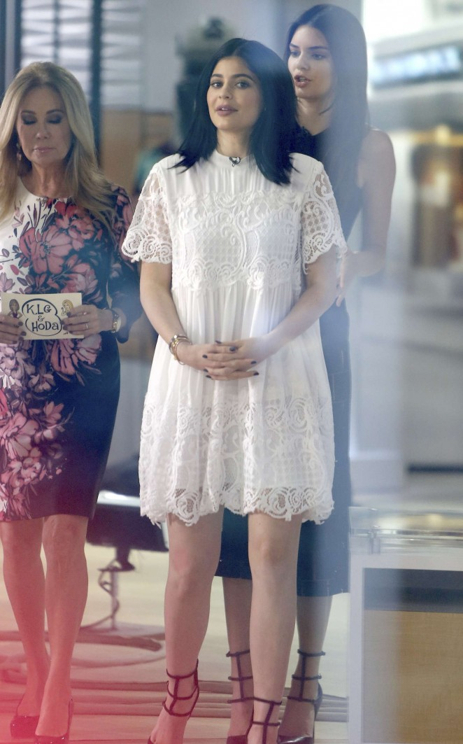 Kendall and Kylie Jenner at the Today Show -01