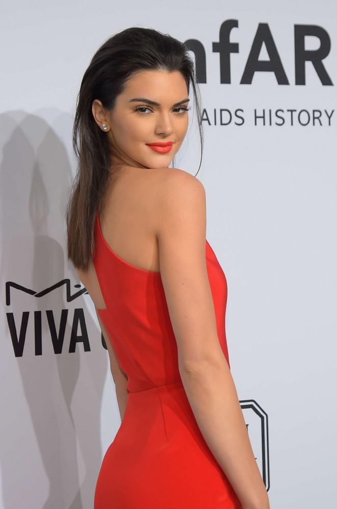 Kendall Jenner ហែកកេរ្តិ៍ Harry Styles នៅក្នុងប៉ុស្តិ៍ទូរទស្សន៍ (មានវីដេអូ)