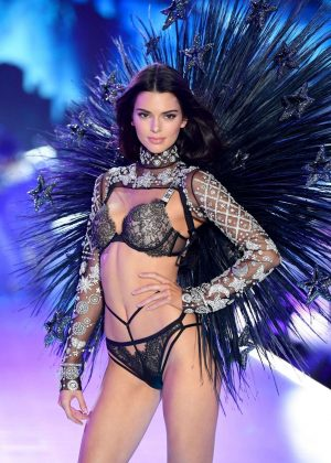Kendall Jenner - 2018 Victoria's Secret Fashion Show Runway in NY