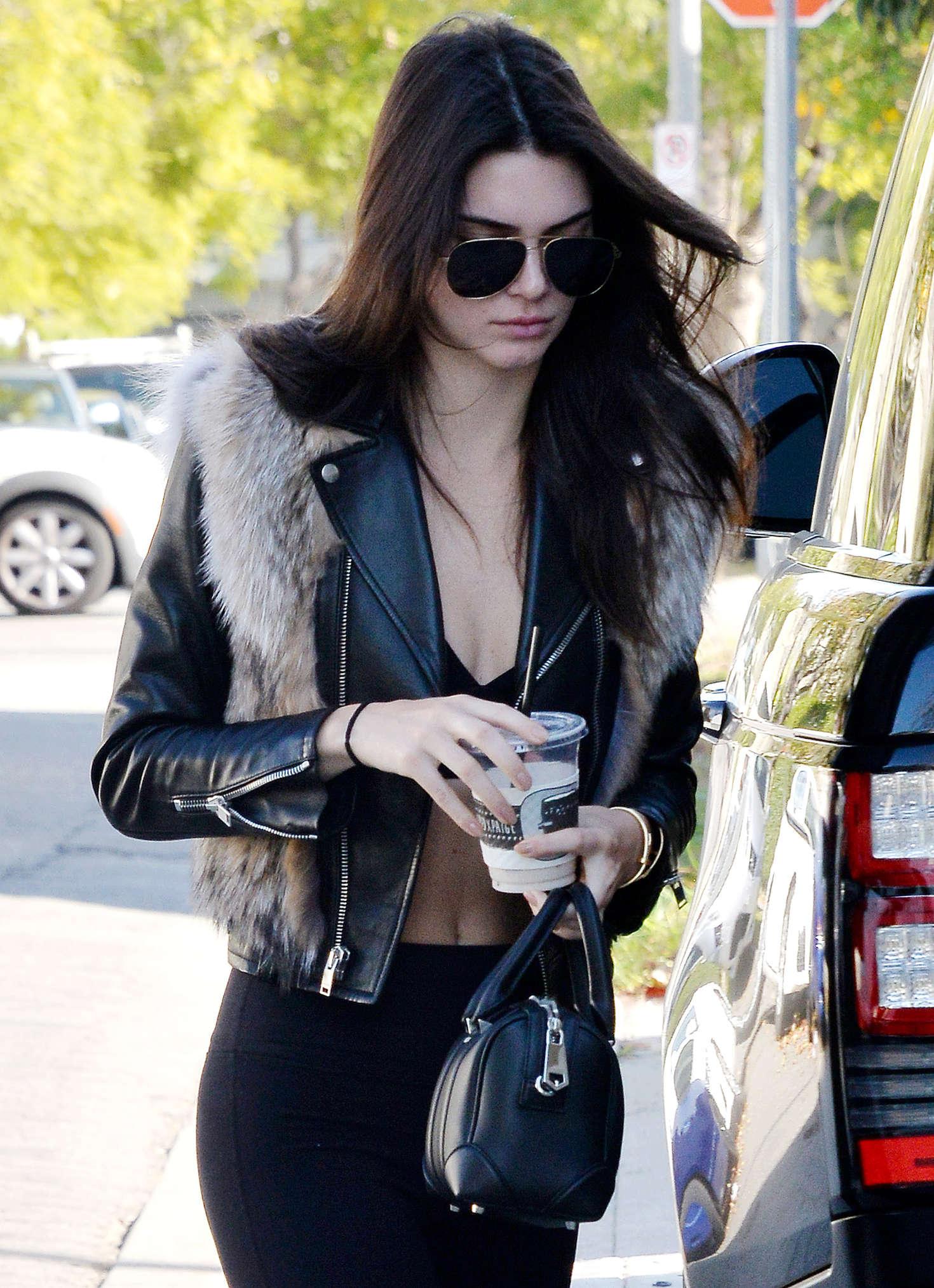 Kendall Jenner 2016 : Kendall Jenner in Leggings -08