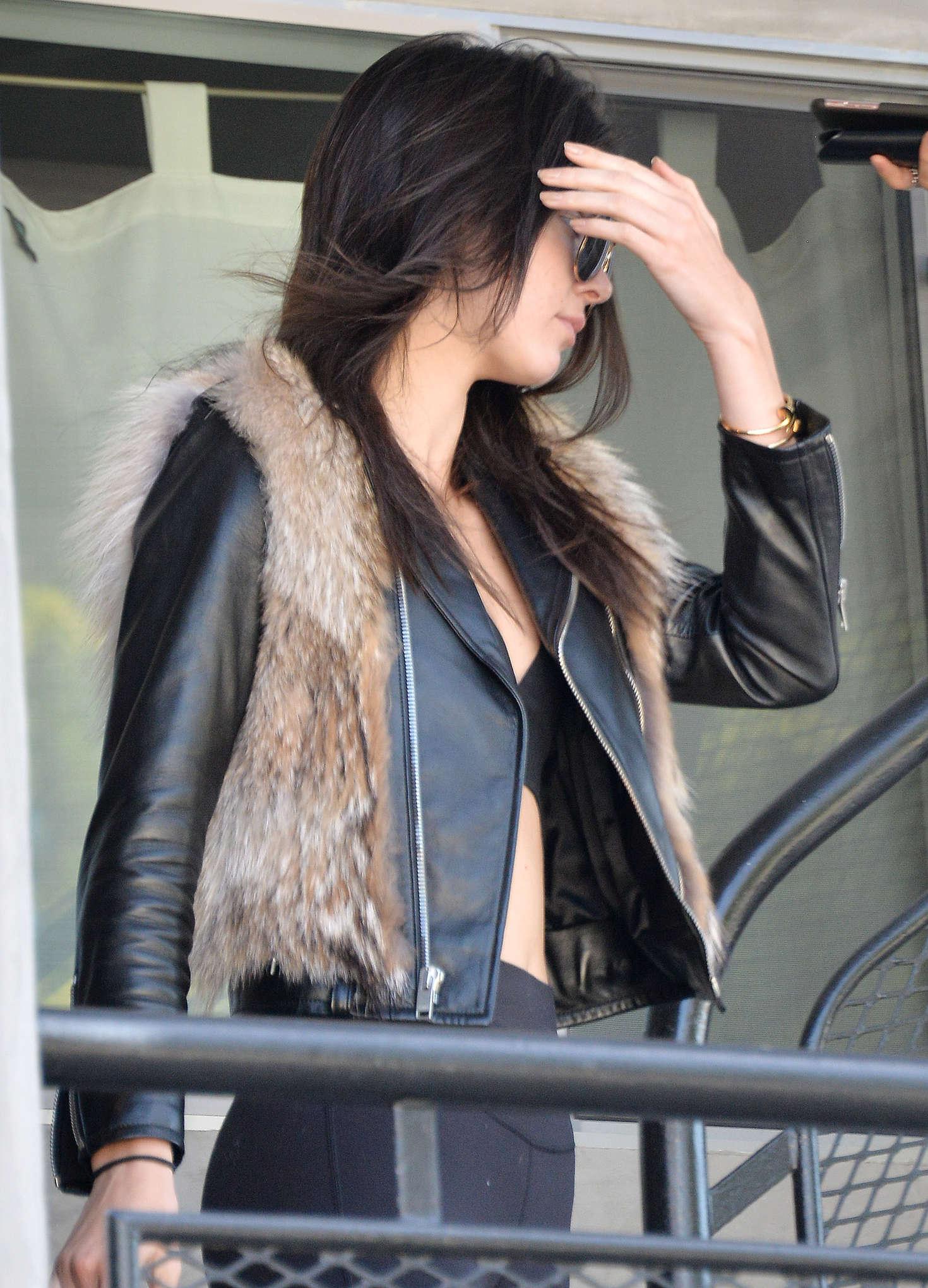 Kendall Jenner 2016 : Kendall Jenner in Leggings -15