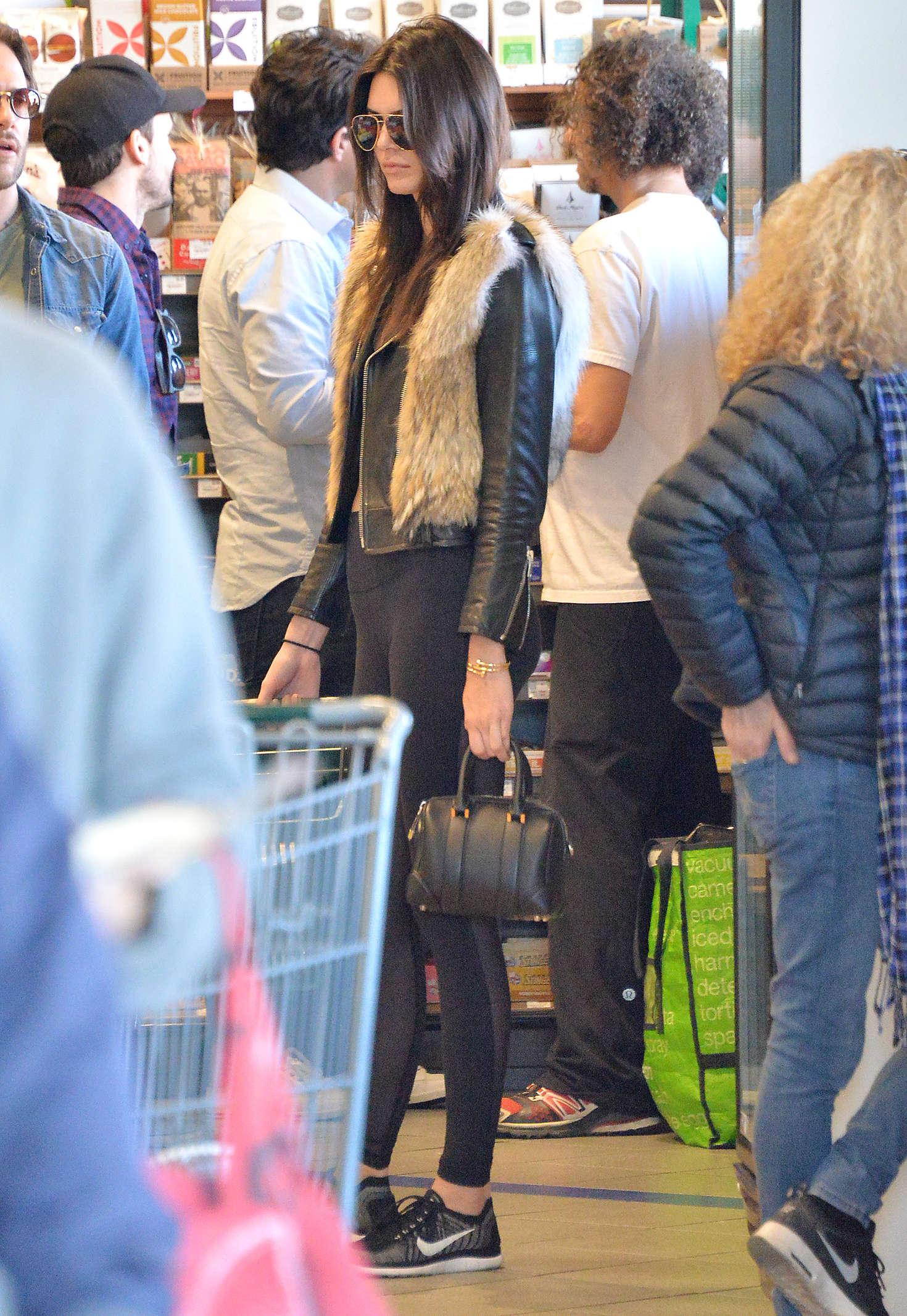Kendall Jenner 2016 : Kendall Jenner in Leggings -28
