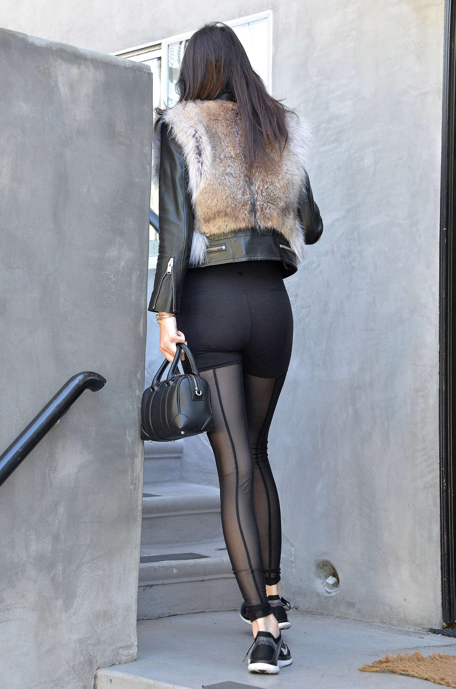 Kendall Jenner 2016 : Kendall Jenner in Leggings -34
