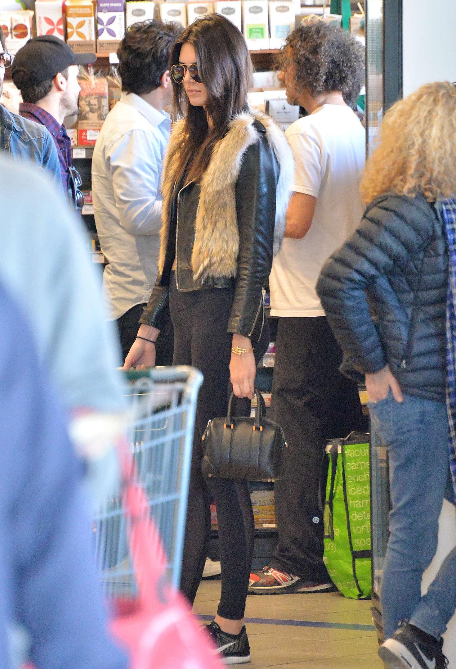 Kendall Jenner 2016 : Kendall Jenner in Leggings -60