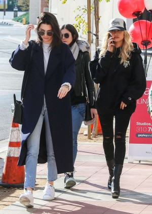 Kendall Jenner and Hailey Baldwin Out in Los Angeles