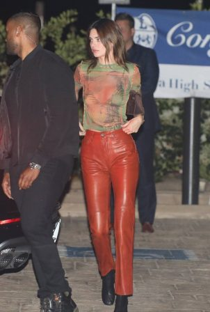 Kendall Jenner and Kylie Jenner - Out for dinner at Nobu