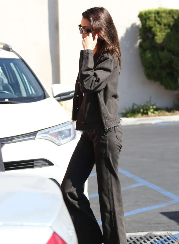 Kendall Jenner - Arrives at Emilio's Trattoria Italian restaurant in Encino