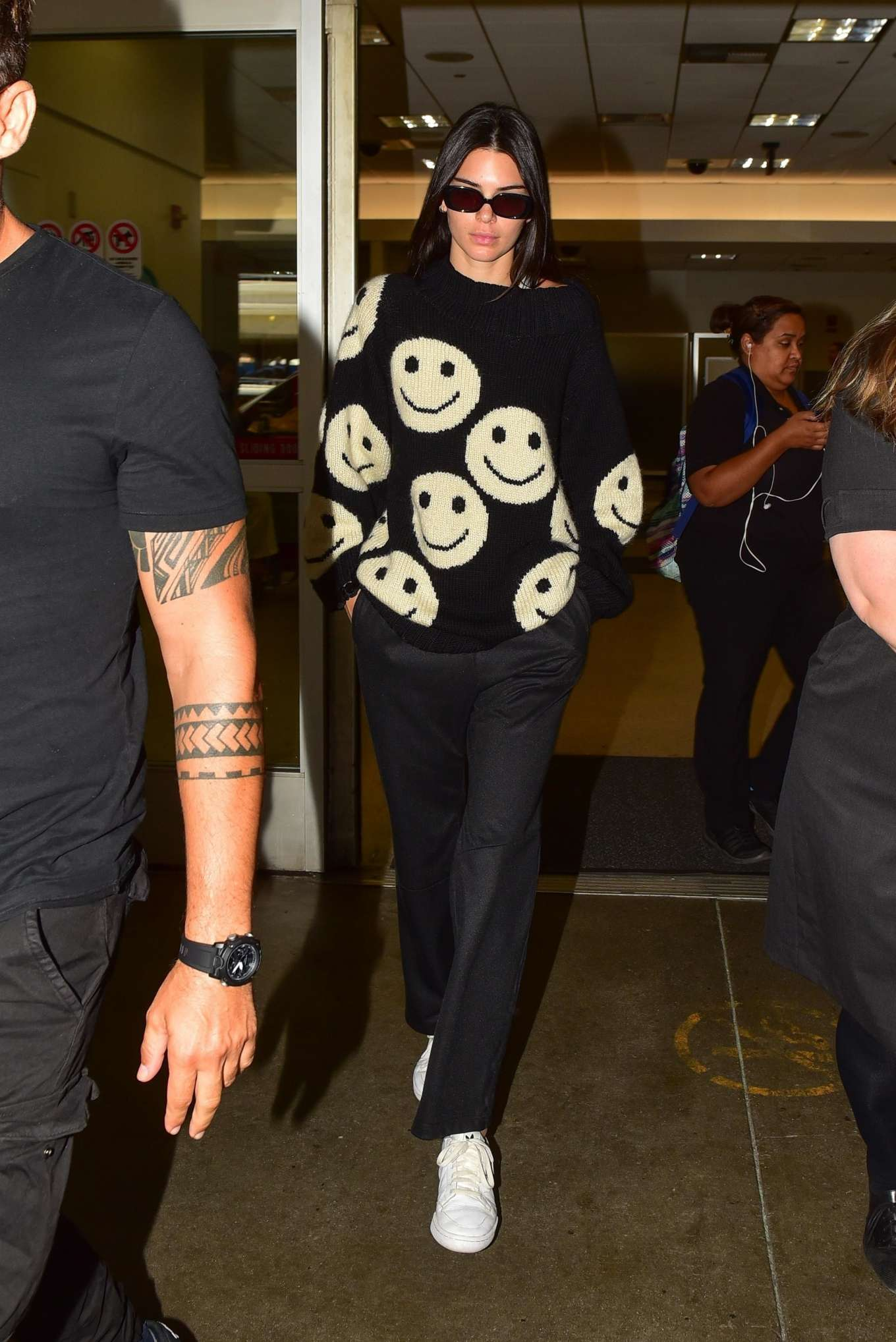 Kendall Jenner 2019 : Kendall Jenner – Arrives at LAX International Airport-01