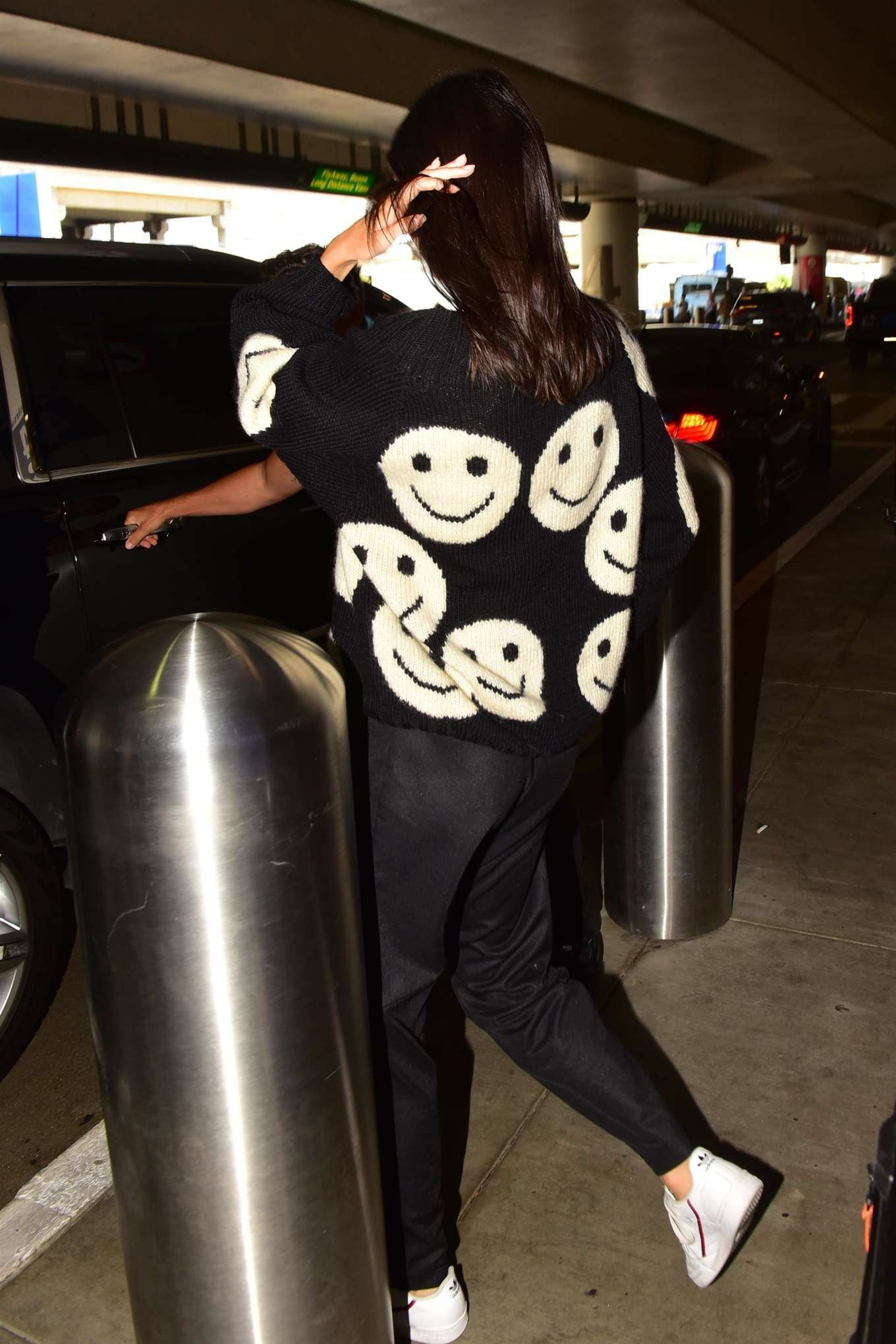 Kendall Jenner 2019 : Kendall Jenner – Arrives at LAX International Airport-05