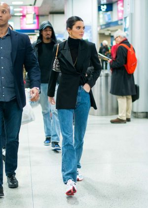 Kendall Jenner - Arrives at Penn train station in New York