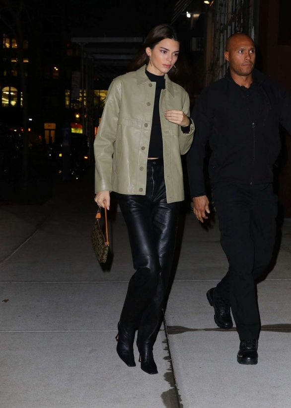 Kendall Jenner 2019 : Kendall Jenner – Arriving at Gigi Hadids house in NYC-01