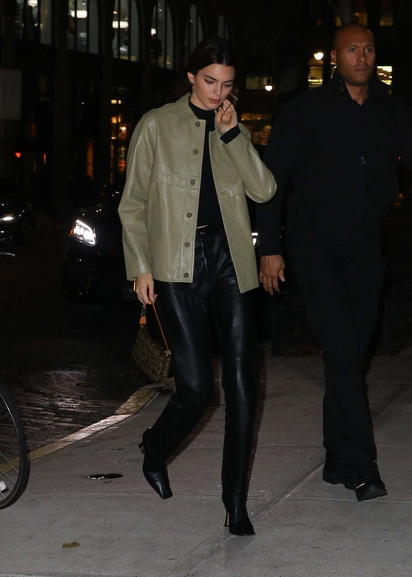Kendall Jenner 2019 : Kendall Jenner – Arriving at Gigi Hadids house in NYC-03