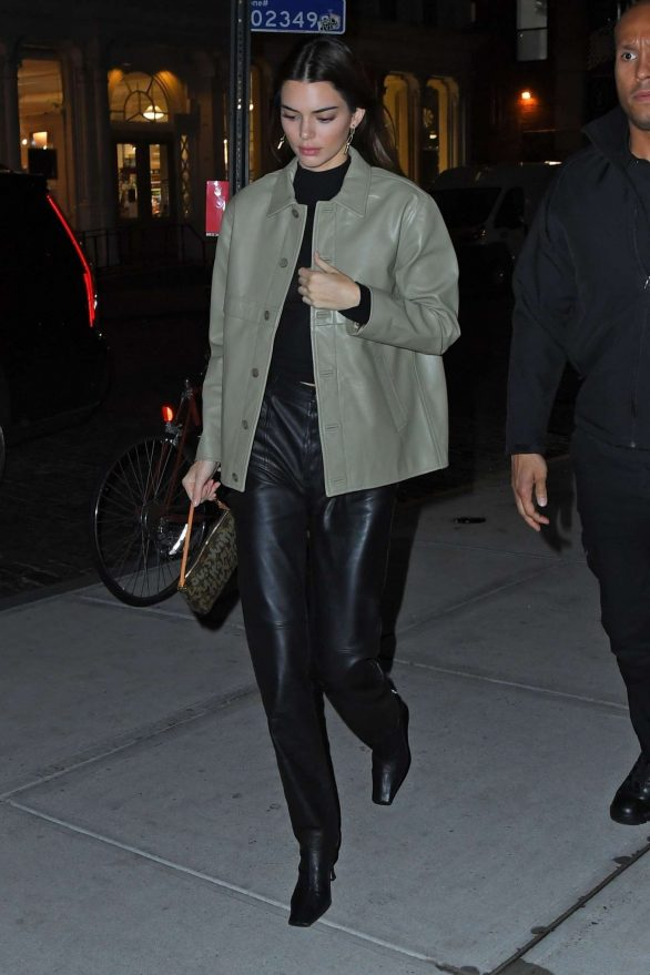 Kendall Jenner 2019 : Kendall Jenner – Arriving at Gigi Hadids house in NYC-05