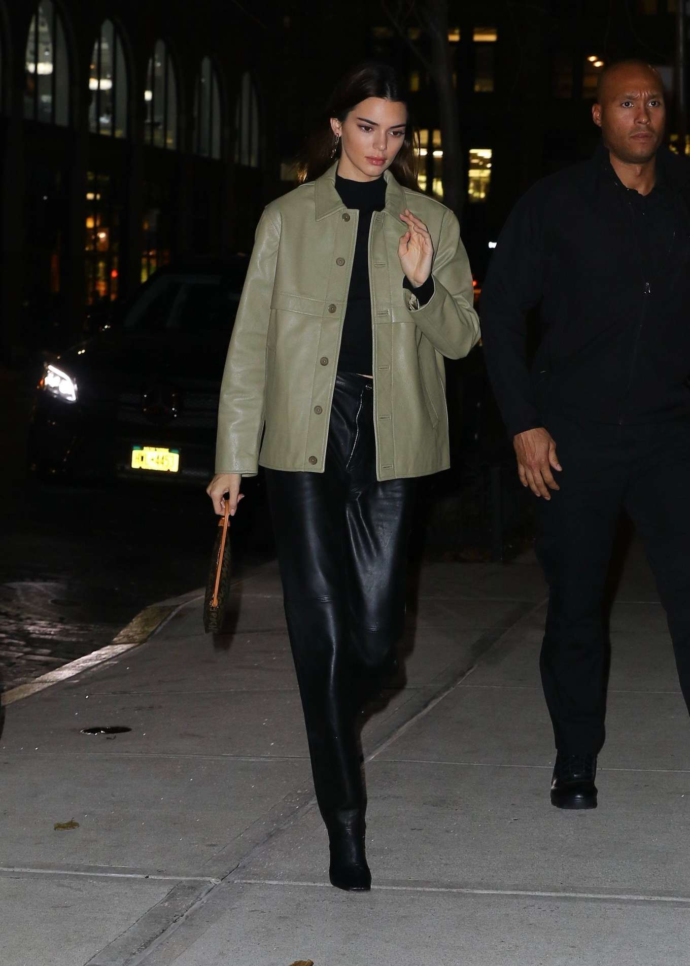 Kendall Jenner 2019 : Kendall Jenner – Arriving at Gigi Hadids house in NYC-07