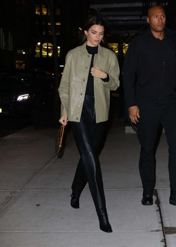 Kendall Jenner 2019 : Kendall Jenner – Arriving at Gigi Hadids house in NYC-09