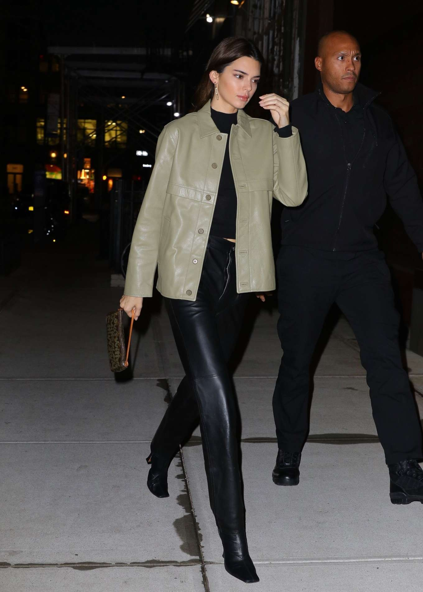Kendall Jenner 2019 : Kendall Jenner – Arriving at Gigi Hadids house in NYC-12