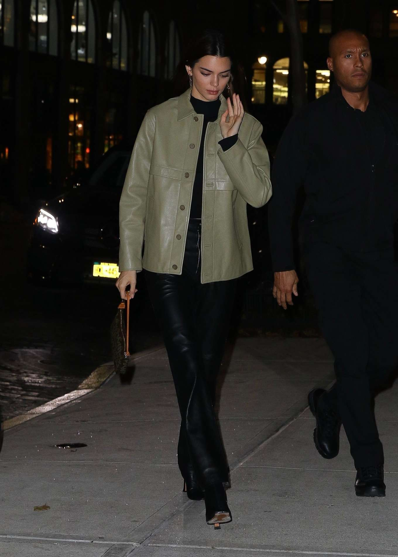 Kendall Jenner 2019 : Kendall Jenner – Arriving at Gigi Hadids house in NYC-13