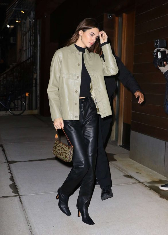 Kendall Jenner - Arriving at Gigi Hadid's house in NYC