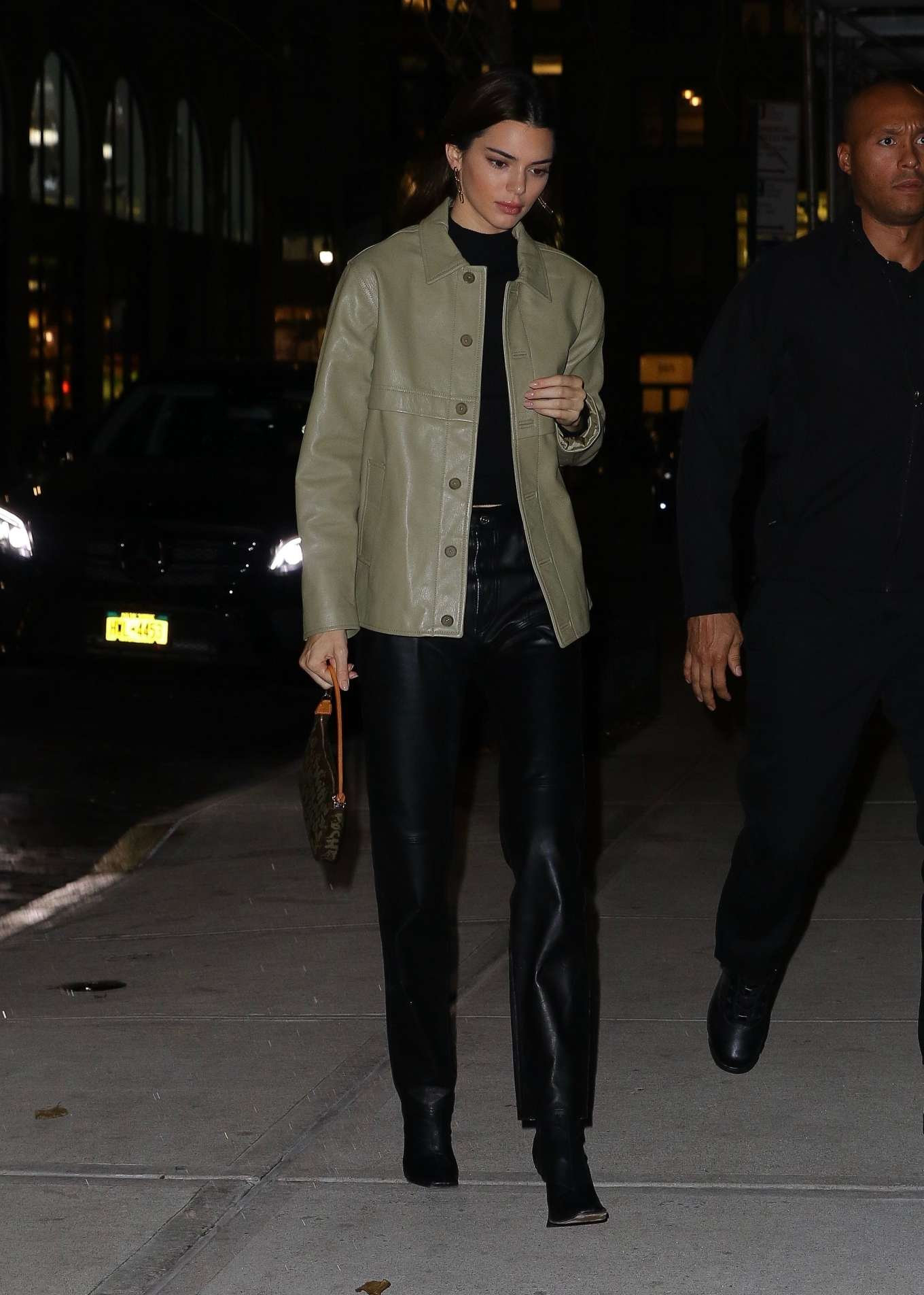 Kendall Jenner 2019 : Kendall Jenner – Arriving at Gigi Hadids house in NYC-15